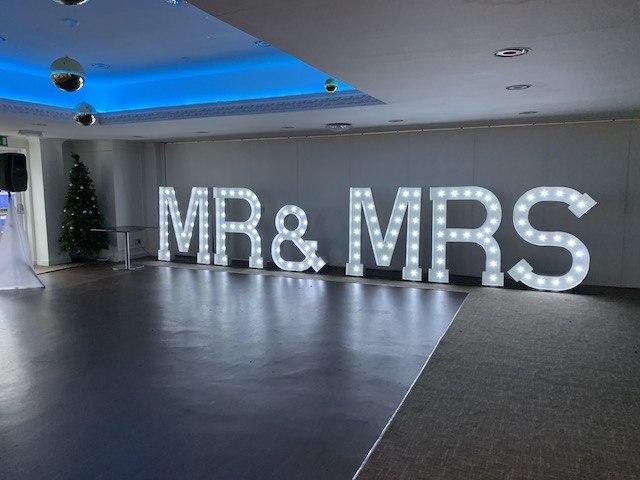 Light Up Mr & MrsLetters