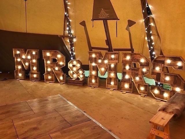 Light Up Rustic Mr & MrsLetters