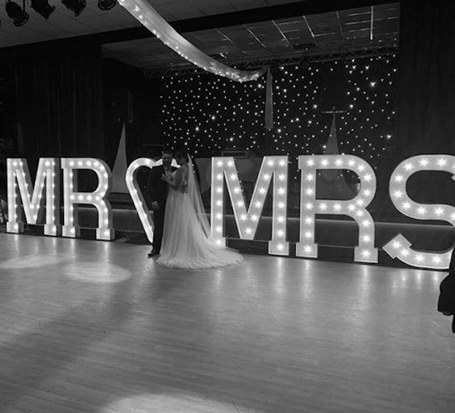 Light Up Mr & Mrs Letters