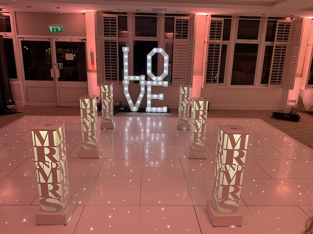 LED Light Up Mr & Mrs Wedding Plinth